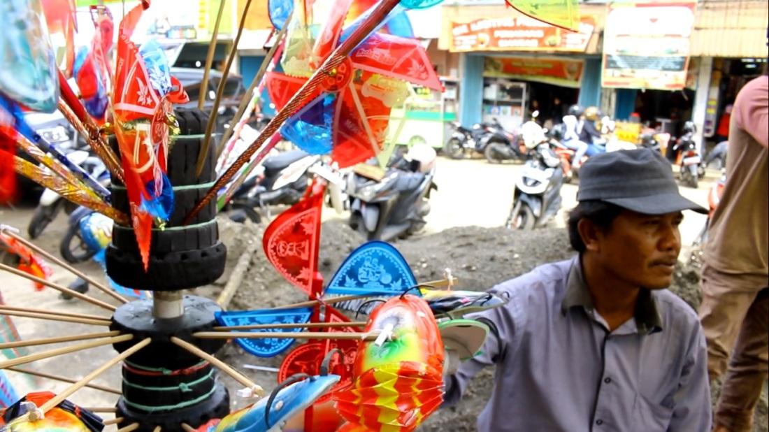 Pak Amir Penjual Mainan Kreatif